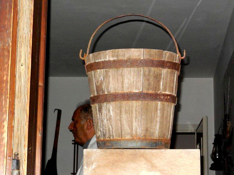 Vecchio secchio in legno (anni '40)