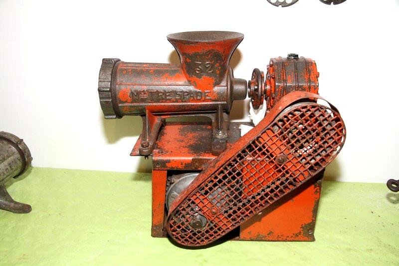 Tritacarne artigianale con motore elettrico